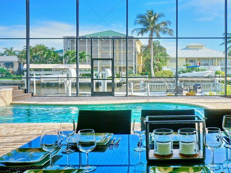 Unique & Luxurious 3 Story Home on a Quiet Naples Canal, alquiler de vacaciones en Naples Park
