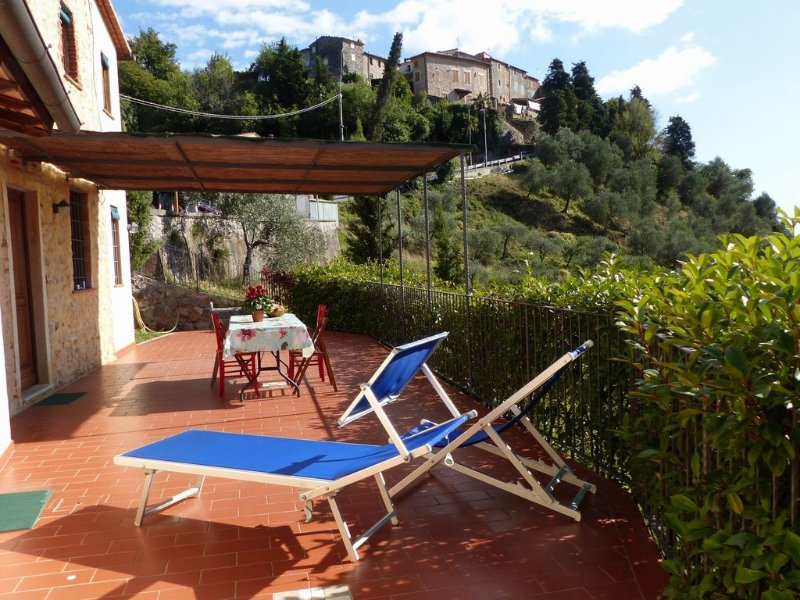 Haus in Monteggiori,Versilia,familienfreundlich,Dorfnah,Meerblick,bis 7 Personen, vacation rental in Monteggiori
