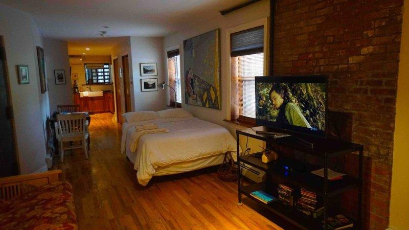 Stylish Historic Restored Brownstone loft style accomodation, vacation rental in New York City