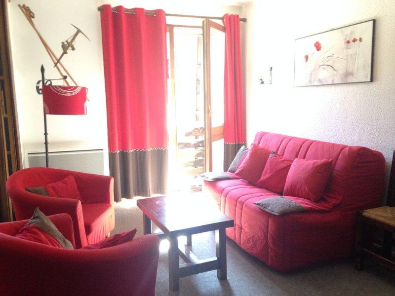 Appartement spacieux plein sud au pied des pistes à Risoul !, vacation rental in Risoul