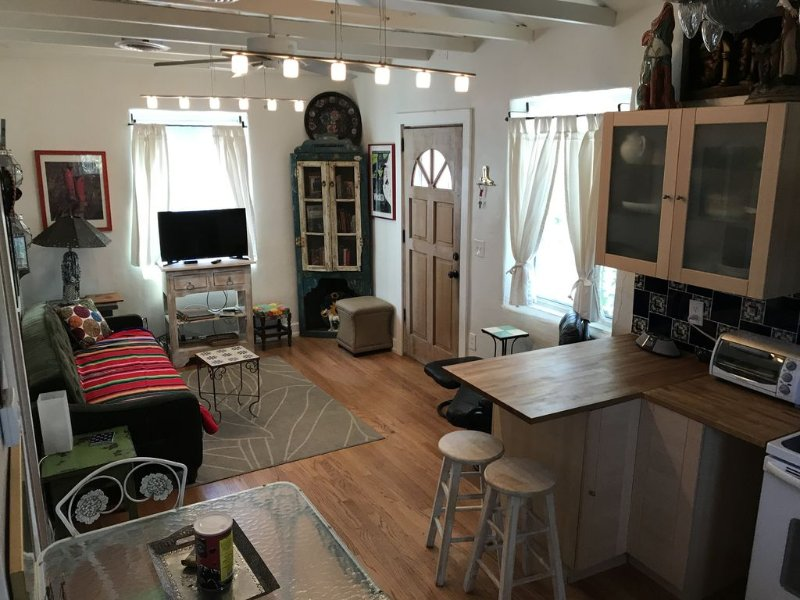 Mi Casita, an Adobe Guesthouse in Historic Neighborhood Special Summer Rates, holiday rental in Tucson