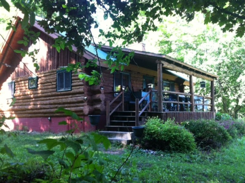 Shoreline Log Cabin Home On 12 acres On Scenic Gratiot Lake, Keweenaw County, vacation rental in Copper Harbor