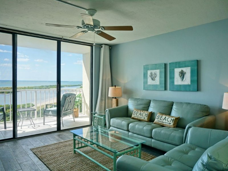 Luxurious 10th Floor Waterfront Condo at South Sea Towers, location de vacances à Goodland