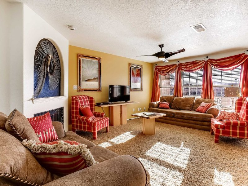 SPACIOUS, UPSCALE LOCATION, RUNNING PATH leads to SANDIA MTS, Lots of Sunshine, vacation rental in Placitas