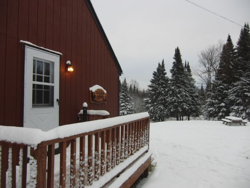 **PRIME WINTER AVAILABILITY  TRAILSIDE  LODGE  PITTSBURG  DIRECT TRAIL ACCESS, location de vacances à Pittsburg
