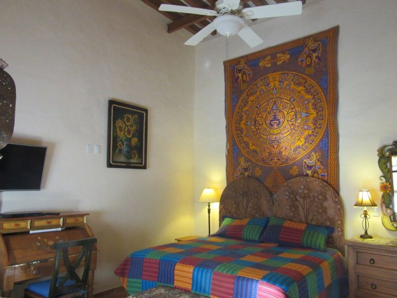 ABSOLUTE CENTER authentic 18th c fully-restored property, vacation rental in Queretaro City