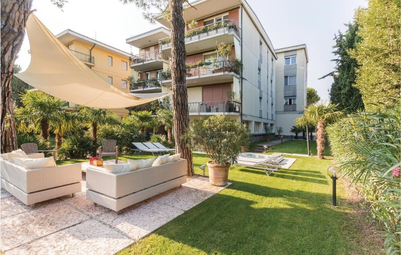 2 bedroom accommodation in Desenzano del Garda BS, holiday rental in Rivoltella