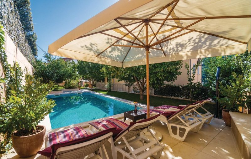 3 bedroom accommodation in Mokosica, holiday rental in Mokosica