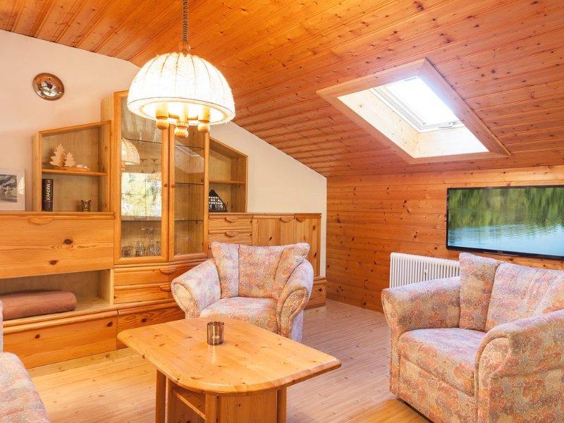 Gemütliche, ruhige Ferienwohnung, gute Loipenanbindung, aluguéis de temporada em Mittenwald