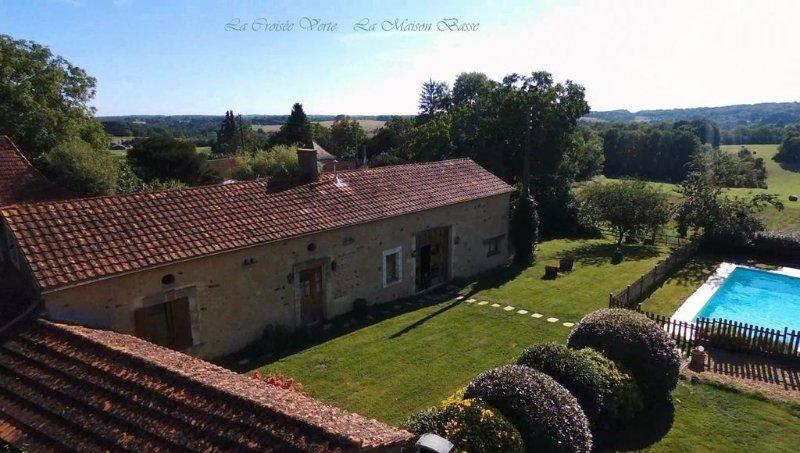 3 GITES  DE CHARME, 420m2, casa vacanza a Sainte-Alvere
