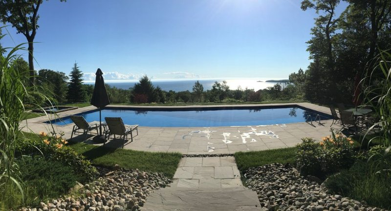 50' Pool, Hot Tub, 22 Acres with Spectacular Georgian Bay Sunsets & Beach, holiday rental in Penetanguishene