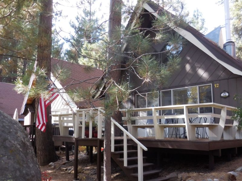 Cozy Incline Cabin with Large Deck, Great Location, max. 6 people, alquiler de vacaciones en Lago Tahoe