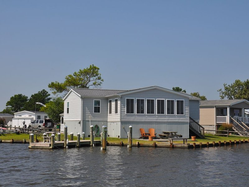 Point view, private deck, screened gazebo/dining, crabbing bulkhead/pier