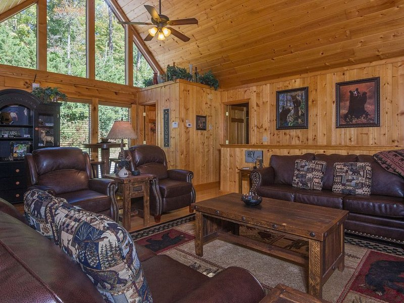 Easter Weekend Open! Upscale Luxury Cabin, Heated Pool, Closest 2 Pky & Dollywd, vacation rental in Pigeon Forge