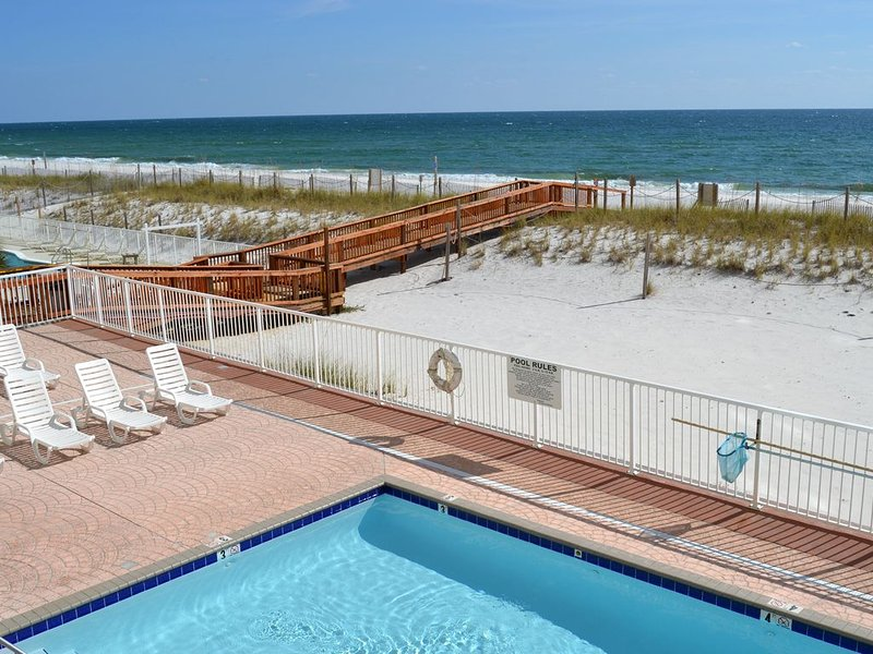 60 FIVE STAR REVIEWS! WELL-APPOINTED 2 BED/2 BATH CONDO DIRECTLY ON THE BEACH!!!, alquiler de vacaciones en Gulf Shores