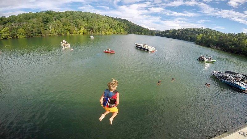 Lakefront Cabin, Private Covered Dock, Private Hot Tub, Sleeps 28, vacation rental in La Follette