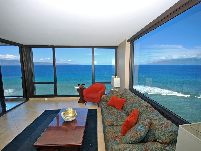 STUNNING OCEANFRONT CORNER VIEWS-Kaanapali Beach Remodeled 11th FL 2BR/2BA!, vacation rental in Lahaina