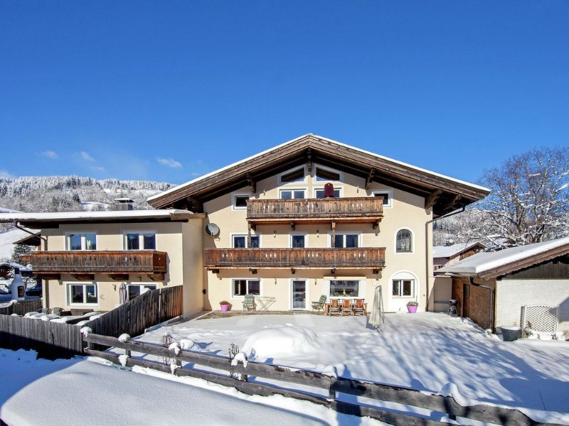 An extremely luxurious holiday home near the Brixen and Westendorf gondola lift, holiday rental in Brixen im Thale