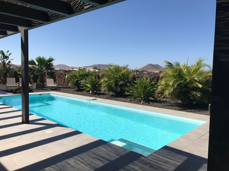 NEW Villa wifi pool (heated optional) 6 people on ground of 1000m2, holiday rental in Lajares