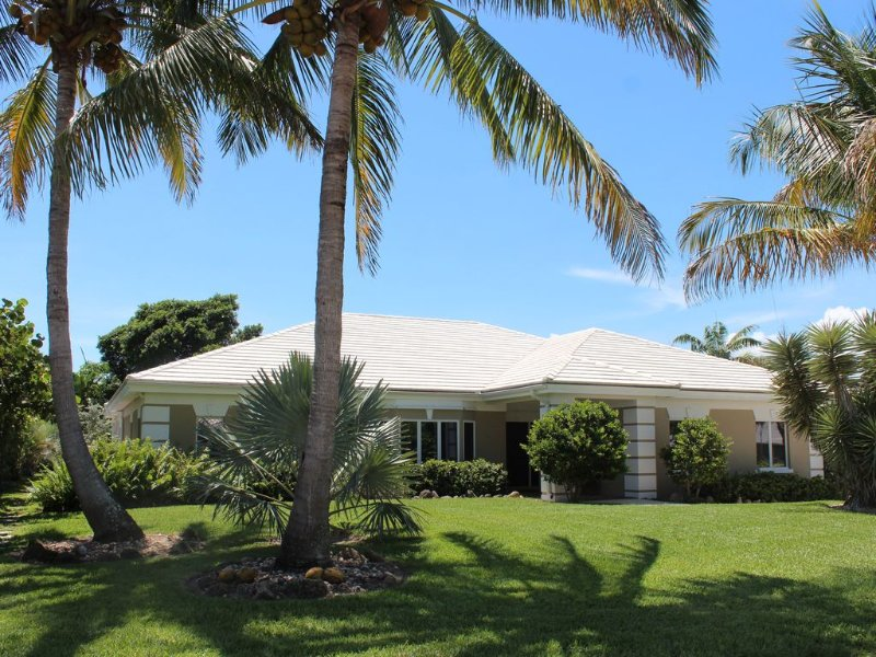 Verobeachvilla Florida Contemporary Designed Luxurious 4 BR Pool/SPA Villa, vacation rental in Vero Beach