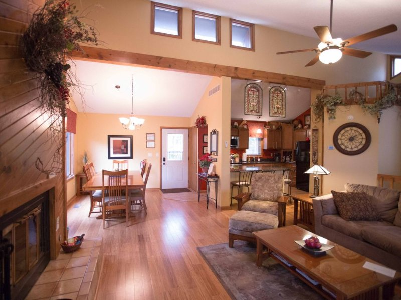 Stunning Home Away from Home, holiday rental in Galena