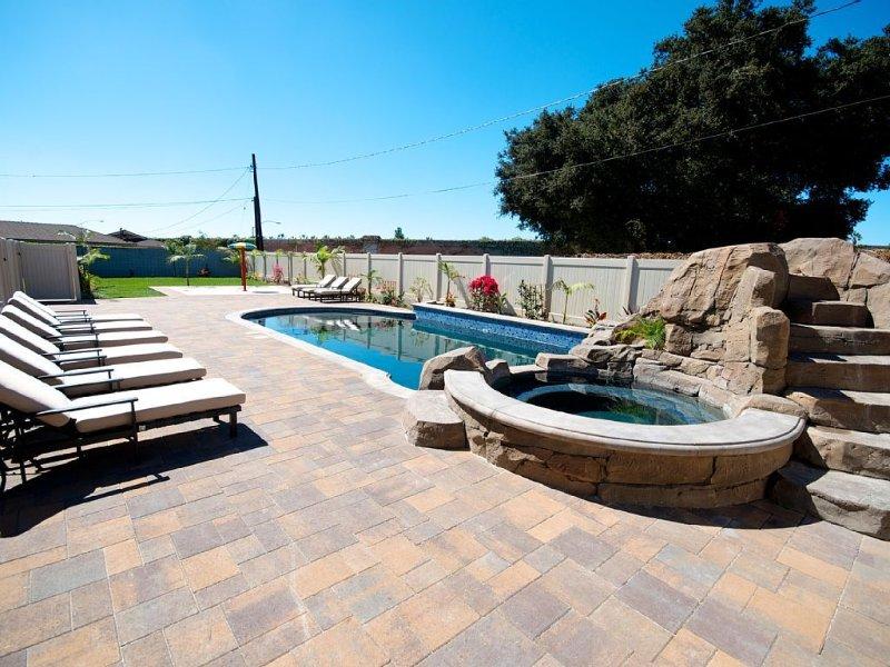 Funtierland 31 + Pool w/Waterslide + Splash Pad + Hot Tub + FREE WiFi/Netflix, aluguéis de temporada em Anaheim