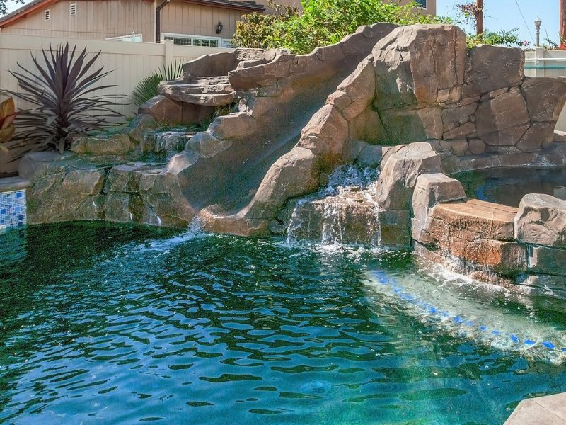 Funtierland 32 + Pool w/Waterslide + Splash Pad + Hot Tub + FREE WiFi/Netflix, location de vacances à Anaheim