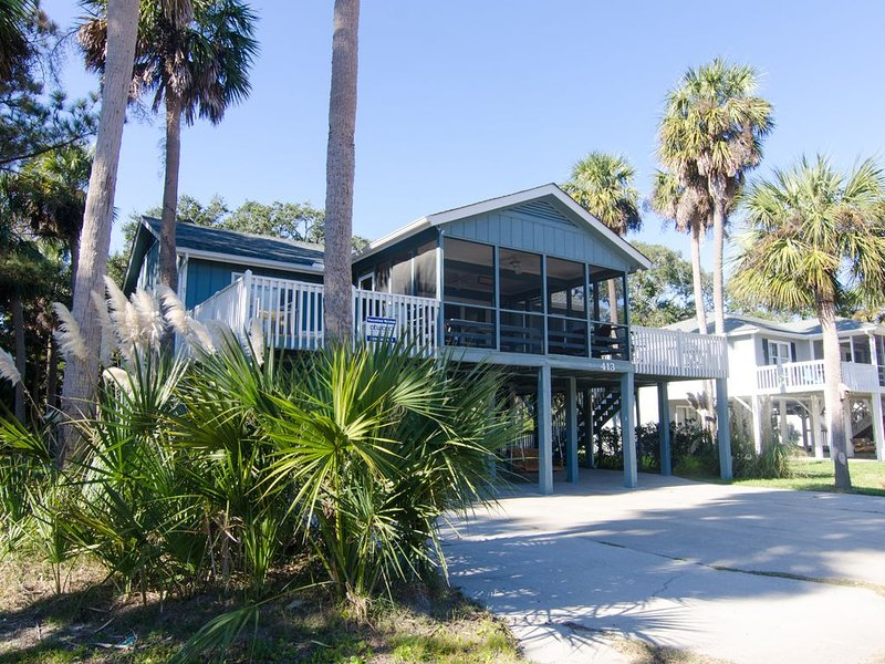 Pompano Crab Inn - Well Maintained Beach Walk Home - 4BR/2BA, vacation rental in Edisto Island