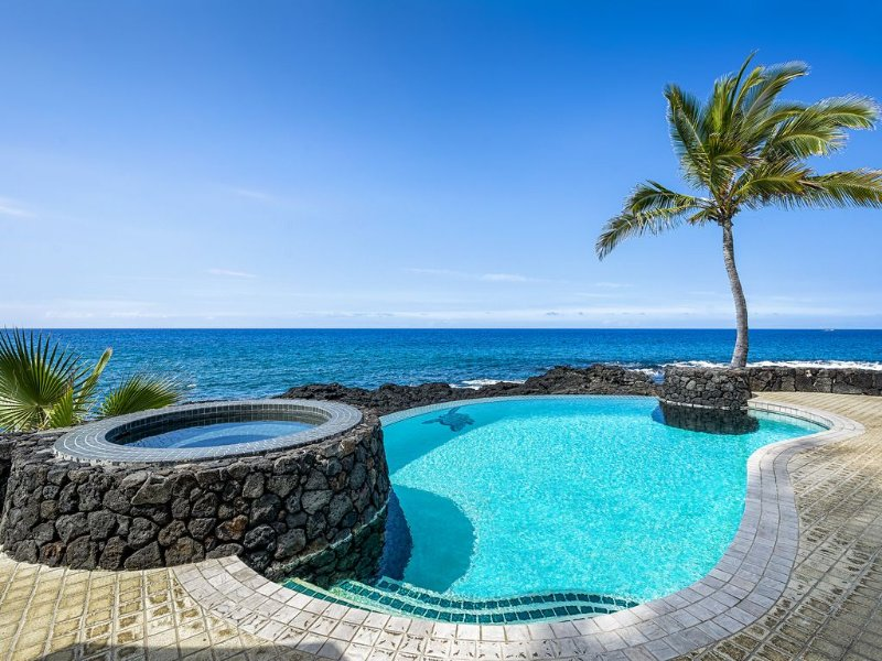 Alii Point swimming pool with ocean views
