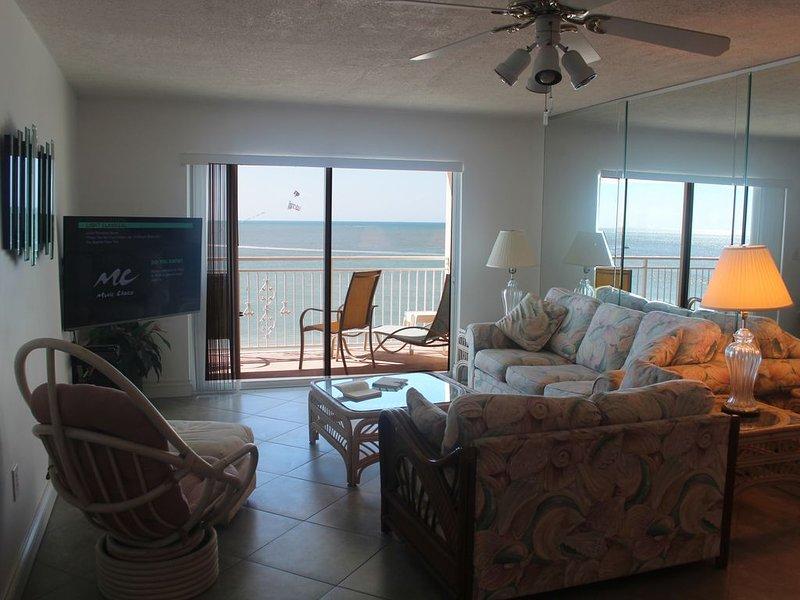 Save Top Corner Condo Direct Gulf Penthouse Views Beach, vacation rental in Madeira Beach