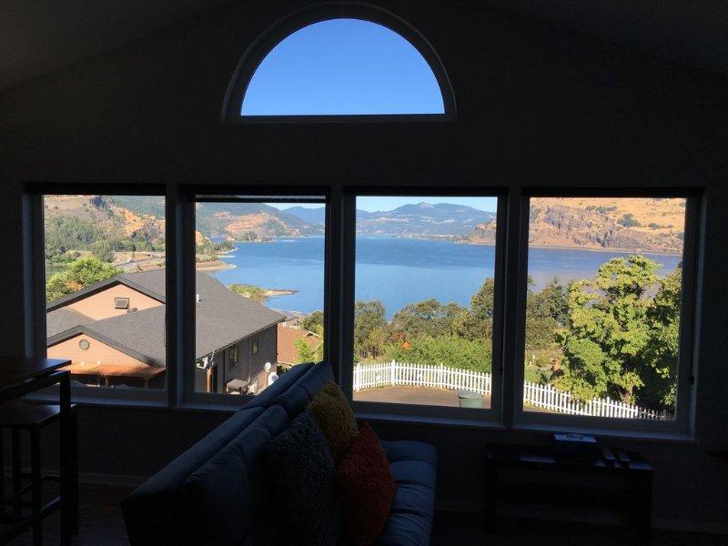 Spectacular Gorge views! Bright and Comfortable Retreat, aluguéis de temporada em Mosier