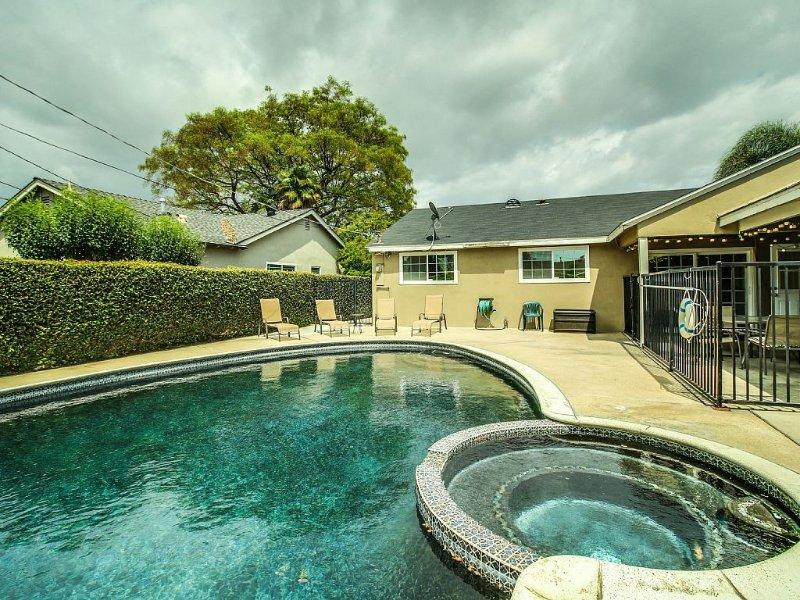 Funtierland 29 + Pool/Hot Tub + Fireworks View +FREE WiFi/Netflix + Patio, casa vacanza a Cypress