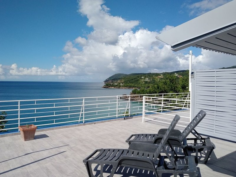 The villa 'The Nest' ... On the beach (Grande villa perched above the beach)., holiday rental in Basse-Terre Island