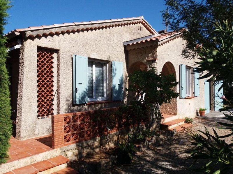 Villa provençale à 1 km des plages, proximité des commerces, animaux bienvenus, holiday rental in Six-Fours-les-Plages