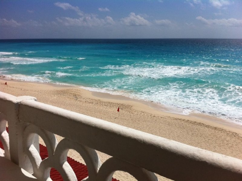 Stunning 180 Degree View of the Caribbean Sea!  Be on the Beach In 90 Seconds!, holiday rental in Cancun