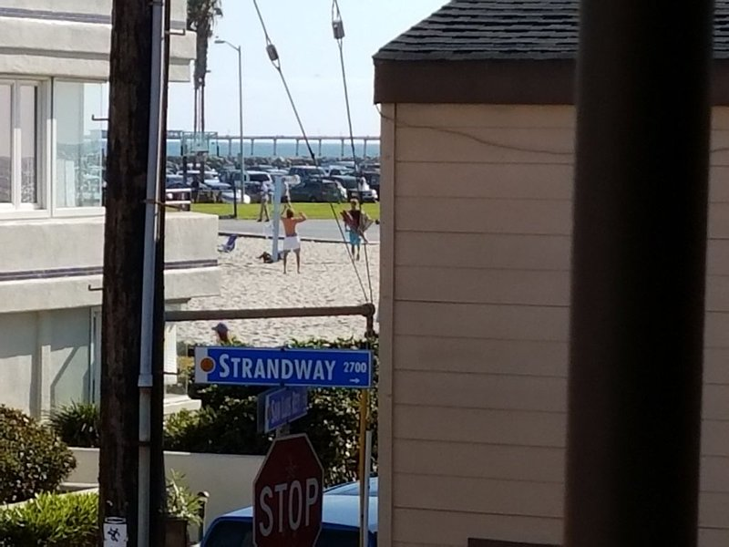 South Mission Charm, Ocean View Deck! 50 steps to ocean!  2B/1ba, vacation rental in San Diego