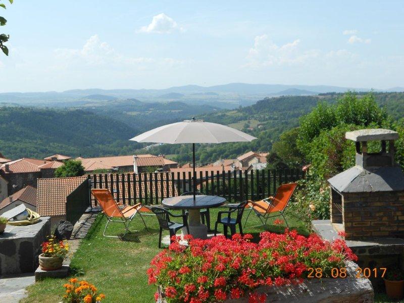 Gite 3*  RDC  entre mezenc et loire-sauvage , Le Monastier, sud de l'auvergne, holiday rental in Coubon