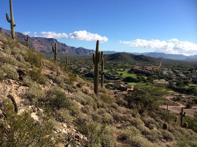 Vue de notre quartier Gold Canyon de Dinosaur sentier de randonnée de montagne