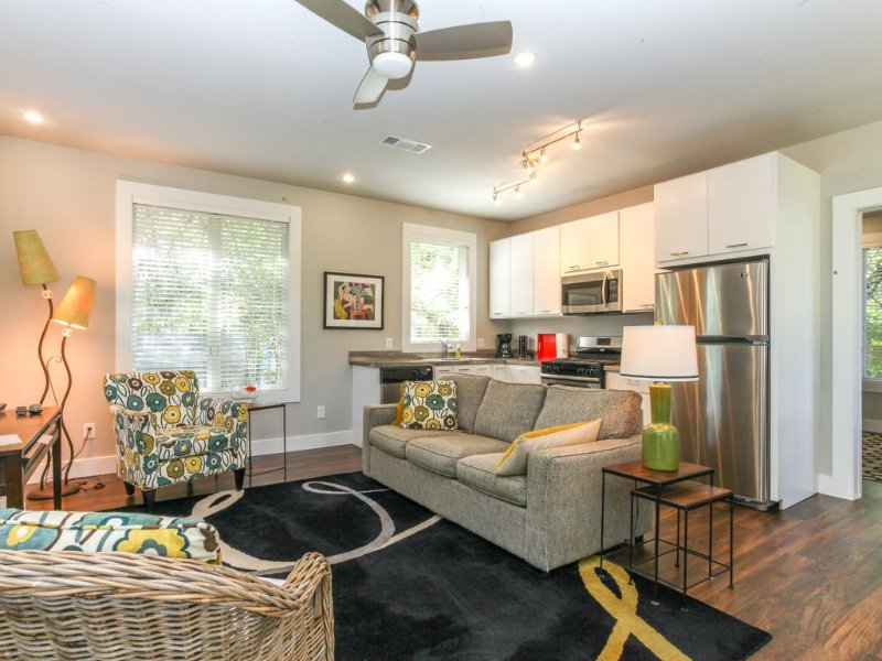 Modern Cottage in Historic East Hill, holiday rental in Pensacola