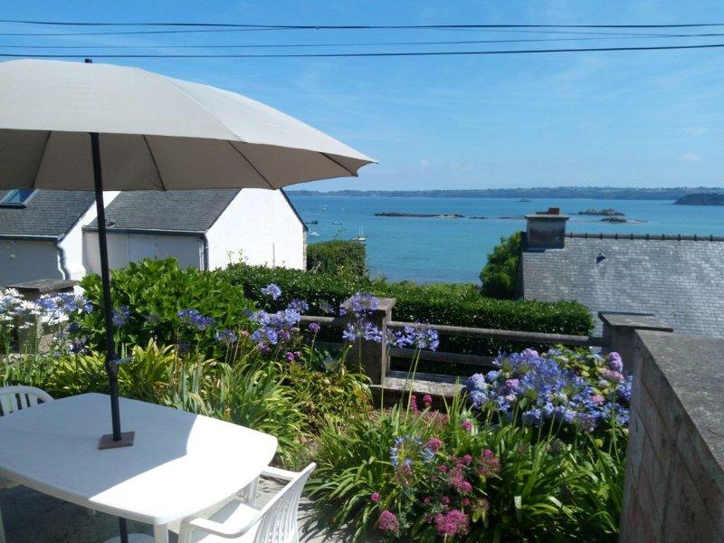 gîte 'Chez Tante Jeanne' face à la baie de Paimpol, holiday rental in Paimpol