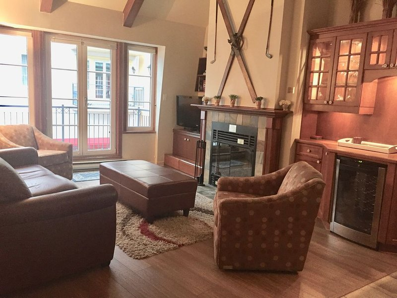 Newly Renovated, This Condo Style Penthouse, Could Accommodate With Ease 6 Guest, alquiler vacacional en Mont-Tremblant National Park