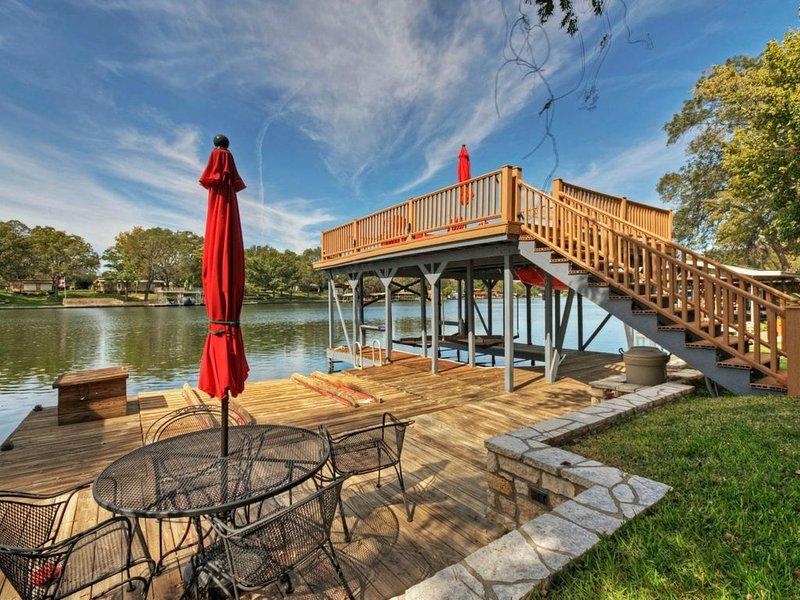¿Qué hay de comer al aire libre. rampa de jet ski aquí también. Habitación para 2 motos de agua.