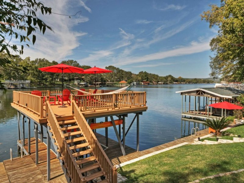 ��WATERFRONT, BOAT DOCK, JET SKI RAMP, FENCED YARD.��, holiday rental in Kingsland