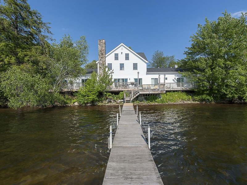 The Homestead: 14 bedroom lakehouse in scenic Catskills town by Red Cottage Inc., vacation rental in Damascus