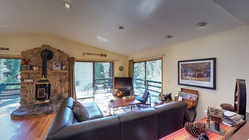 Short drive to the Lake and Northstar, perfect for families, pets welcome!, holiday rental in Kings Beach