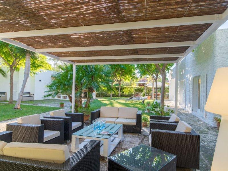 Gran villa junto al mar en Platjas de Muro, relax, sol, confort, para familias, vacation rental in Ca'n Picafort