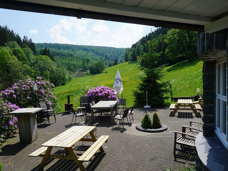 Exclusive group house in Winterberg with common room, bar and large kitchen, aluguéis de temporada em Winterberg