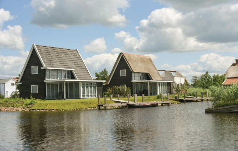 3 bedroom accommodation in Giethoorn, holiday rental in Wanneperveen