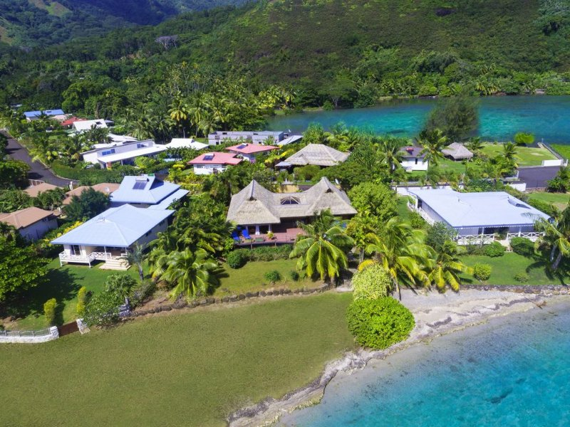 Blue Lagoon Moorea | 3 bedrooms Beachfront villa with a plunge pool, vacation rental in Society Islands