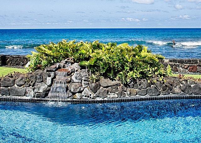 Hale Pua - piscina con vista al mar y característica de agua